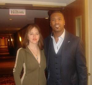 Элла с чемпионом по американскому футболу (Super Bowl XXXVI) Лоером Милой   на бизнес-конференции, Отель «Хилтон», Бостон, 2013