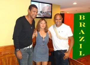 С бразильскими футбольными звездами Донизете «Пантера» и Жуниор Байано, 2014