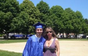 Элла с сыном на церемонии окончания Средней школы, Бруклайн, 2011
