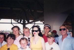 Элла и Александр предлагая помощь детям Чернобыля - Потакет, Род-Айленд, 1995