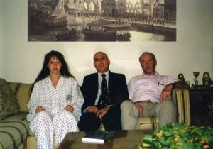 Элла (готовящаяся стать матерью) и Александр с писателем  и актером Юрием Дружниковым