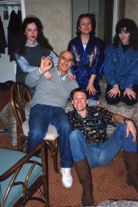Элла и Александр с артистами советского цирка  после шоу, Нью-Йорке, 1990