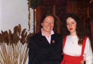 Элла с г-жой Де Марко, владельцем Бостонской Школы Современных Языков