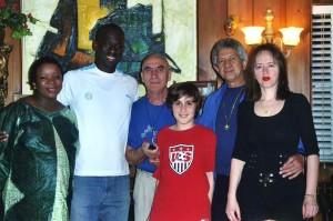 Тетельбоймы с бывшим игроком MLS (высшая футбольная лига США и Канады)  Дауда Канте, его женой и Додо