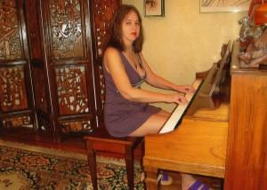 Элла дома в свой день рождения, 2010