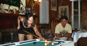 Ella playing billiard with Joãozinho